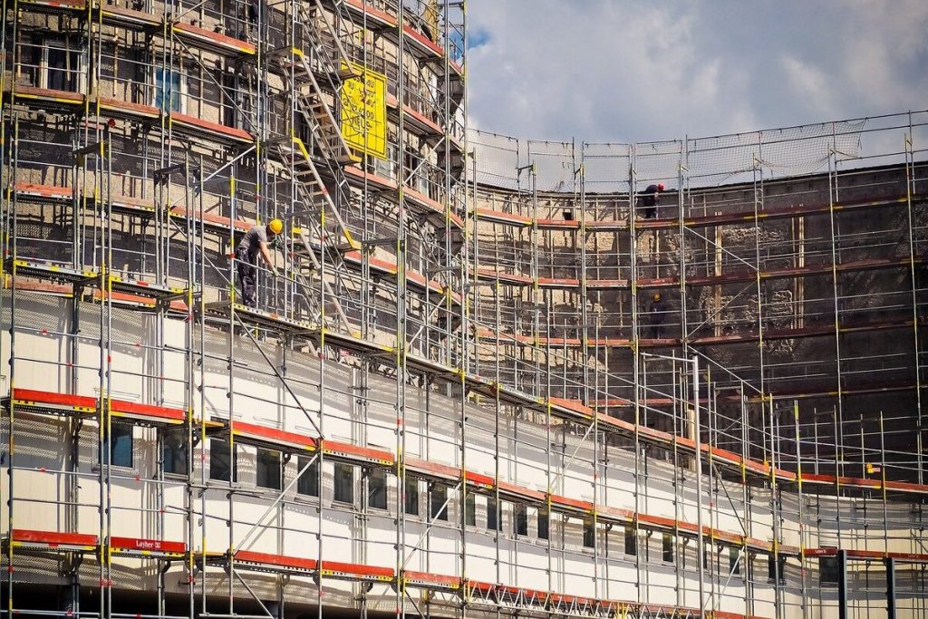 Chantier de rénovation de façade d'un immeuble