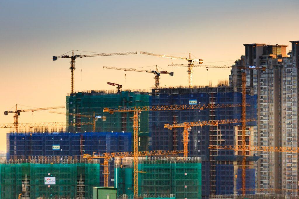 chantier urbain pour construire des immeubles neufs et décarbonés