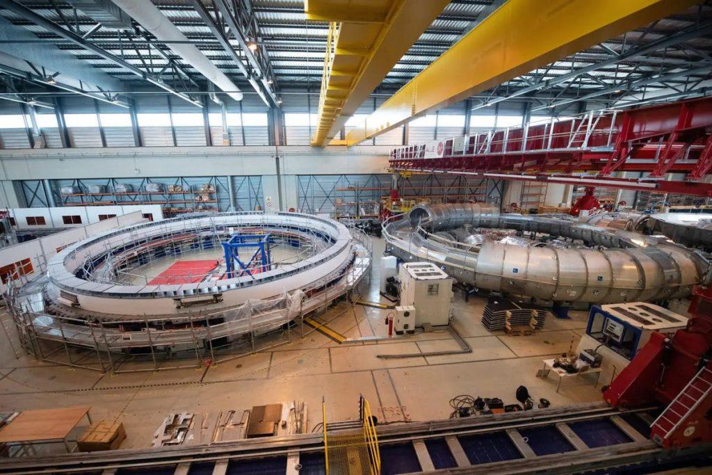 réacteur du projet ITER actuellement en assemblage