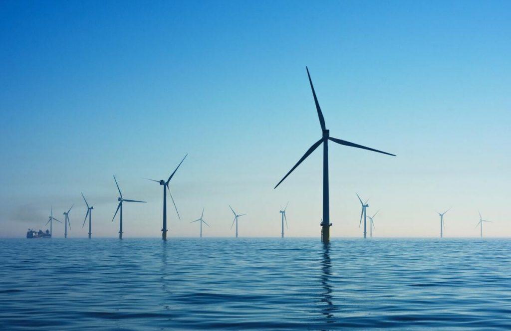 éolienne off-shore en haute mer