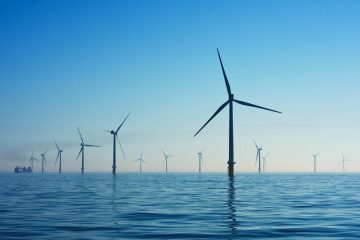 champ d'éolienne offshore en haute mer