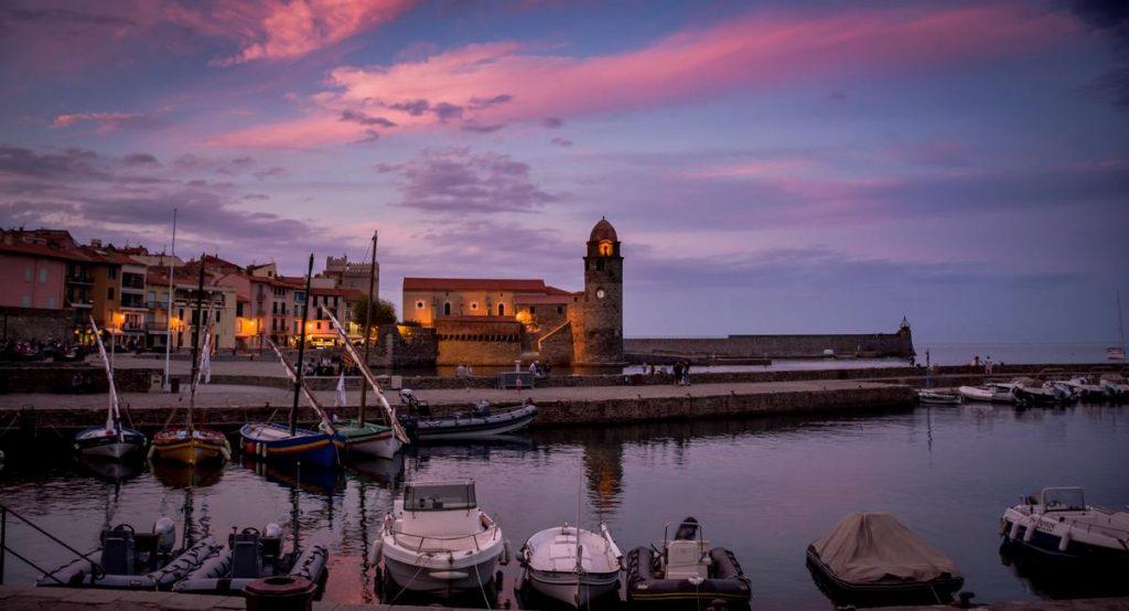 Port de Collioure au coucher de soleil en Occitanie