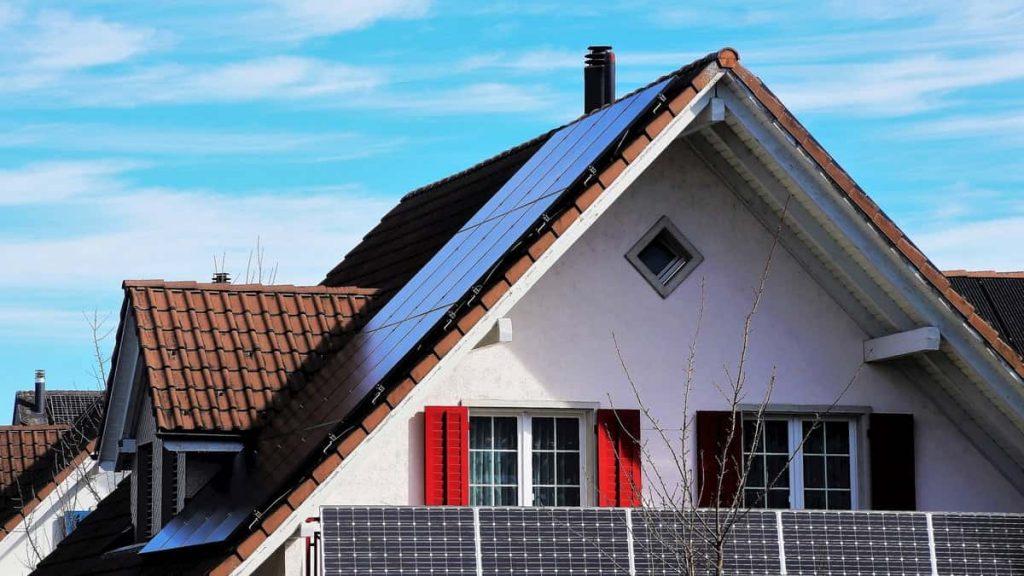 maison connectée domotique panneaux solaires rendement toiture