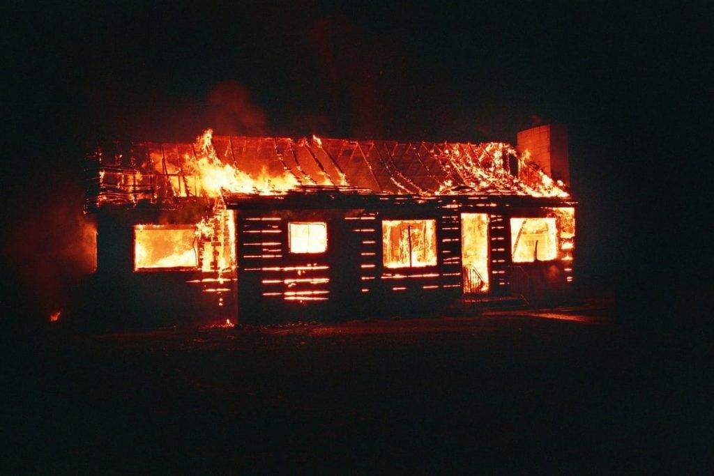 maison feu chaleur canicule