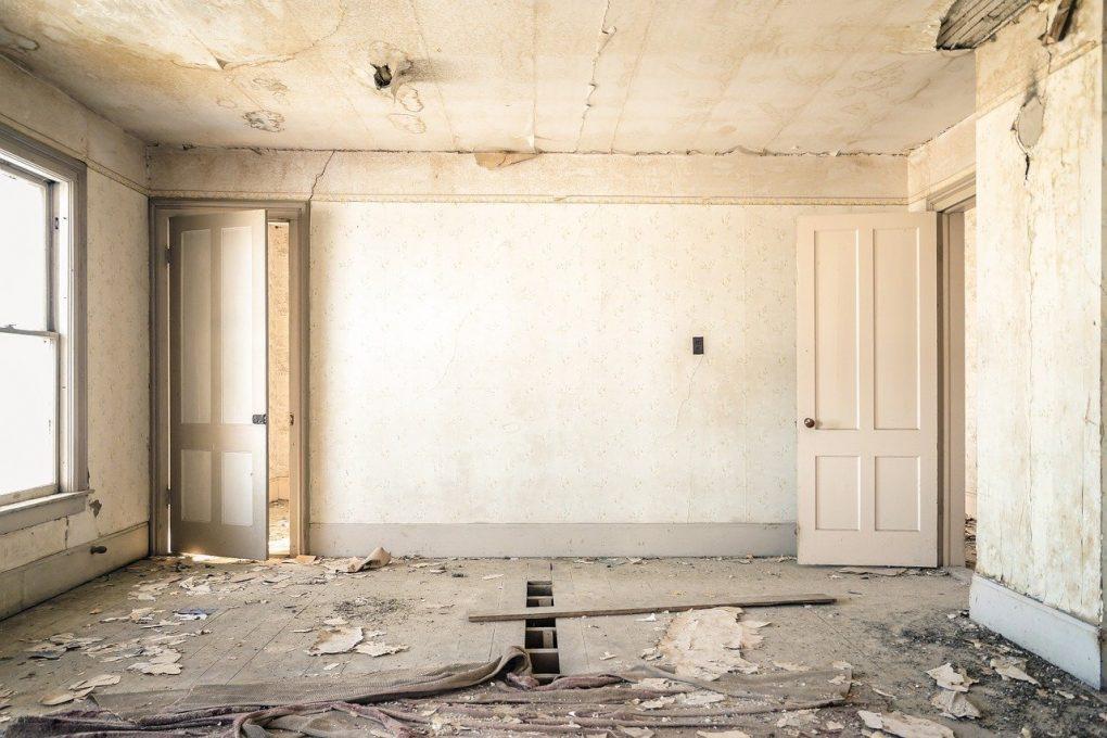 Salle d'une maison abandonnée et ruine